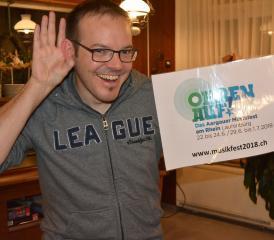 «Ohren auf!»: Florian Weiss präsentiert das Motto zum Aargauer Musikfest am Rheinstädtchen. (Foto: zVg)