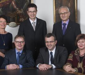 Die Männer kandidieren erneut, die Frauen sagen es noch nicht: Béa Bieber (GLP), Hans Gloor (parteilos), Stadtschreiber Roger Erdin, Franco Mazzi (FDP), Walter Jucker (SVP) und Brigitte Rüedin (SP). Foto: zVg